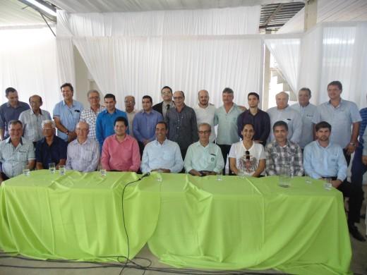 Na solenidade de abertura estiveram presentes diversas autoridades municipais, expositores e produtores rurais
