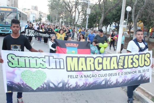 Participantes se organizaram em caminhada rumo à Praça Tiradentes