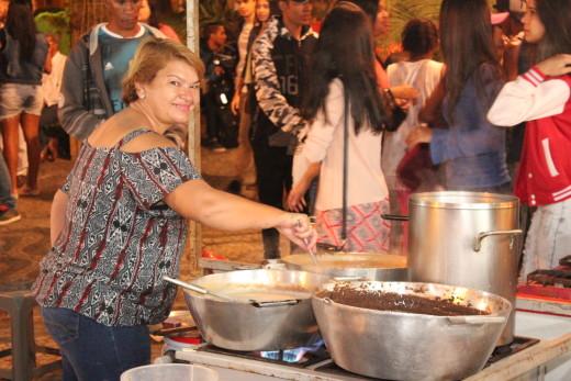 A Comerciante Vilma Ramos, que durante os dois dias participou com a venda de caldos típicos