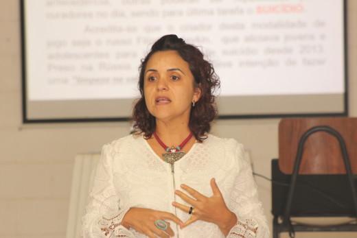 A secretária de assistência social, Eliane Moreira, mobilizou a reunião com todos os agentes