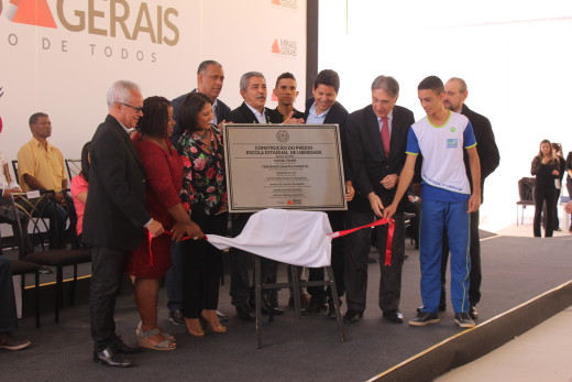 Daniel Sucupira, Governador Pimentel e comitiva descerram placa de inauguração da Escola na comunidade da Lajinha