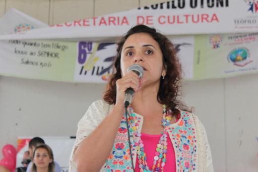 Eliane Moreira revelou se sentir muito emocionada quando vê a participação da terceira idade em eventos sociais