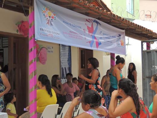Tanto mulheres feirantes como moradoras da região do PSF Manoel Pimenta atenderam ao chamado das ações do Outubro Rosa