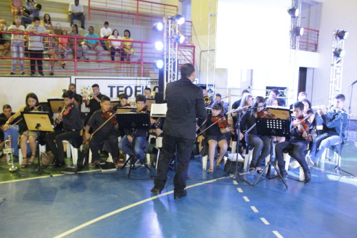 Orquestra Vida da Igreja Assembleia de Deus Central e Coral da Escola Adventista se apresentaram com canções natalinas e eruditas